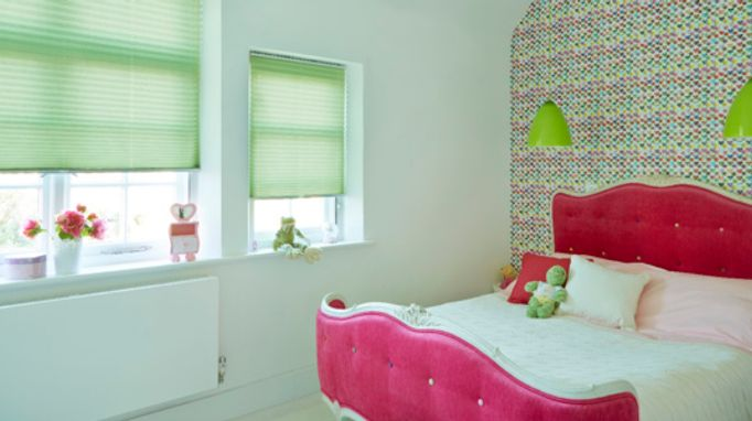 Bedroom Blind Ideas - Green Pleated Blind in the Bedroom
