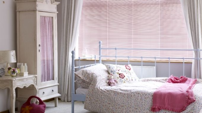 Bedroom Blind Ideas - Pink Venetian Blinds in the Bedroom