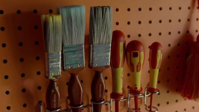 Paintbrushes-stored-in-the-She-Shed