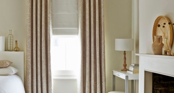 House-Beautiful-Bamboo-Linen-curtains-with-Mineral-Chalk-Roman-blind-bedroom -