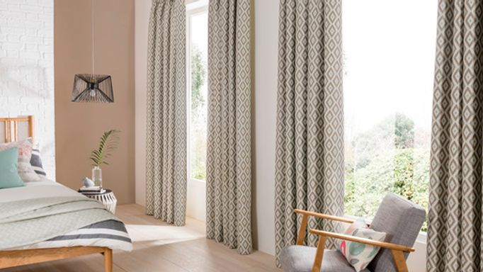 Laverne-Glacier-curtains-bedroom