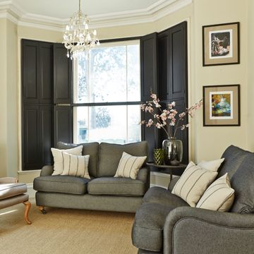 Tracey's-classic-black-solid-bay-shutters