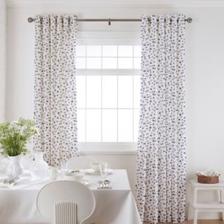 Curtain_Confetti Misty Blue_Roomset