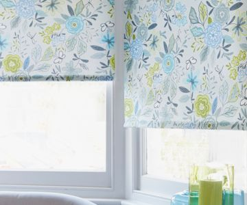 Bay window roller blinds