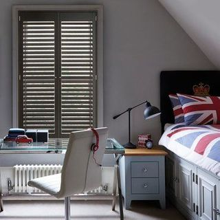 Roomset---brown-grey-shutter