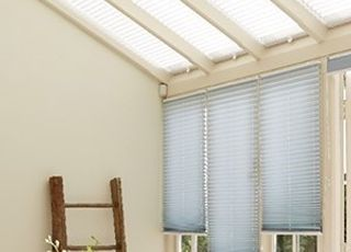 sasso-aqua-pleated-blind-with-grenouble-cream-pleated-blind
