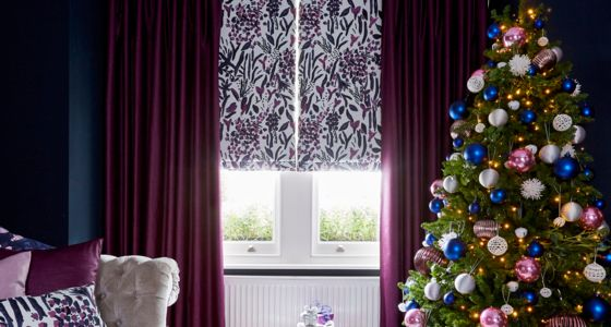 Charlotte-Beevor-Roman-blind-and-curtains-Christmas -
