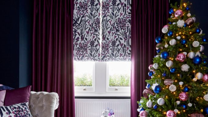 Charlotte-Beevor-Roman-blind-and-curtains-Christmas