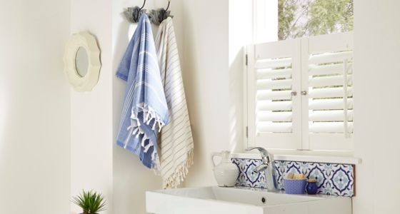 white-cafe-style-shutters-bathroom -