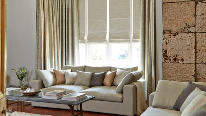 House-Beautiful-Baroque-Natural-curtains-with-Rodez-Linen-Roman-blind