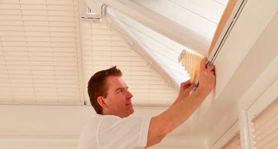 Fitter-installing-conservatory-roof-blinds -